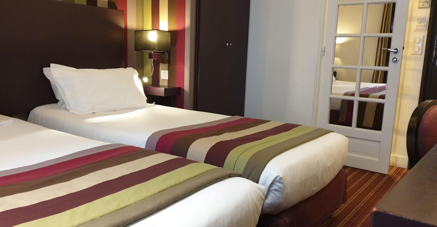 chambre twin supérieure rayures - hôtel star champs-élysées