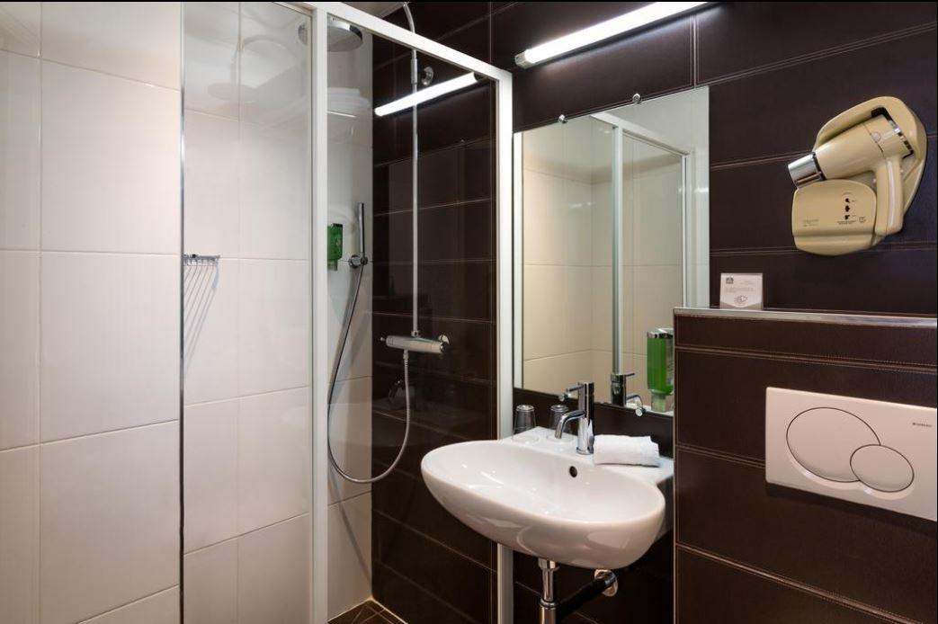 salle de bain twin supérieure - hôtel star champs-élysées