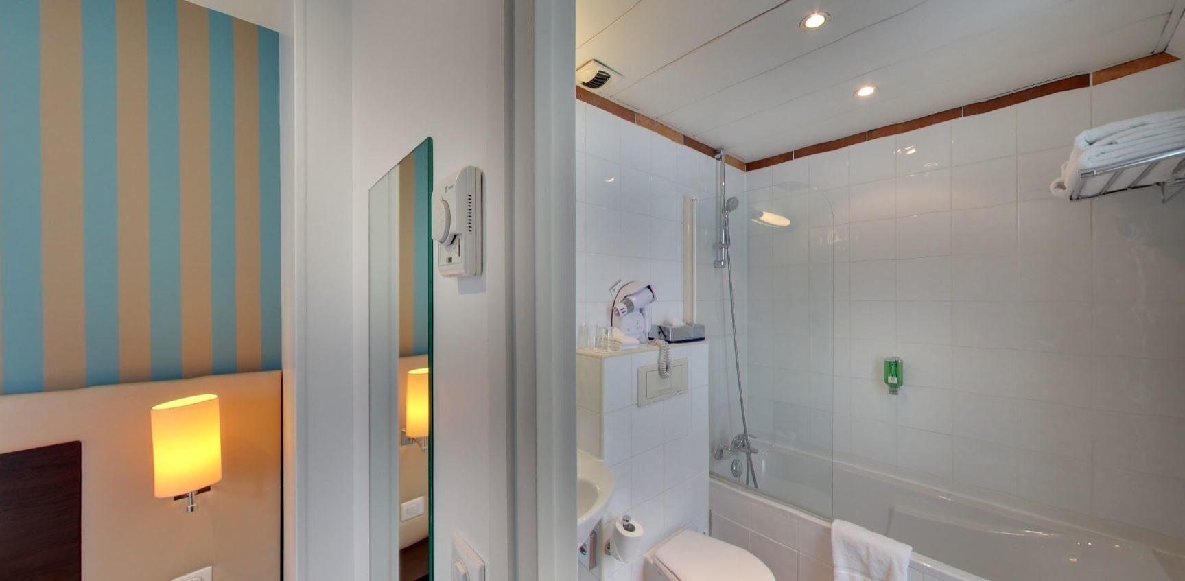 chambre twin supérieure bleue - hôtel star champs-élysées