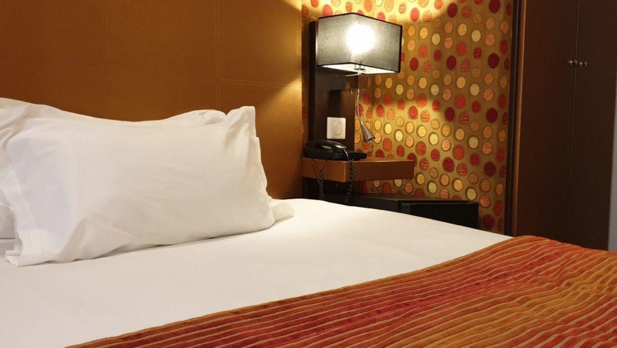chambre single psychédélic - hôtel star champs-élysées
