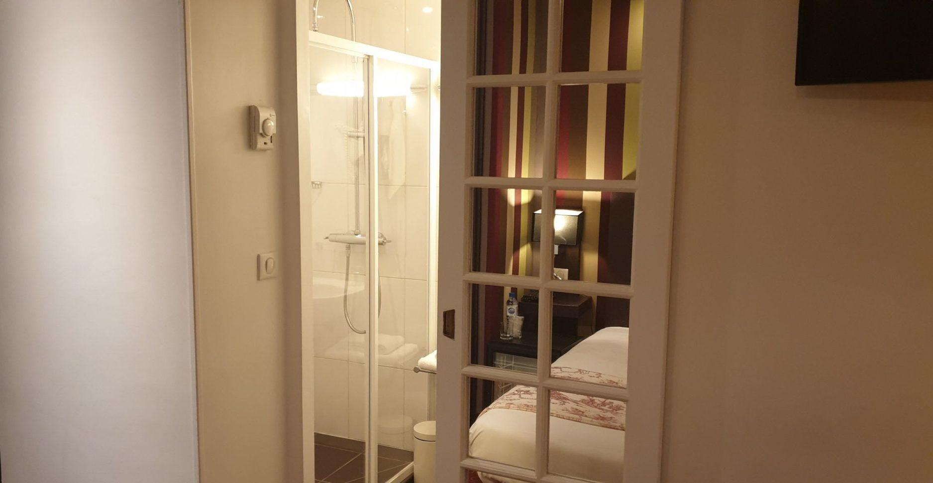 salle de bain single - hôtel star champs-élysées