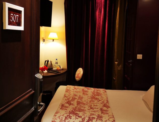 Room-single-Hotel-Star-champs-elysees