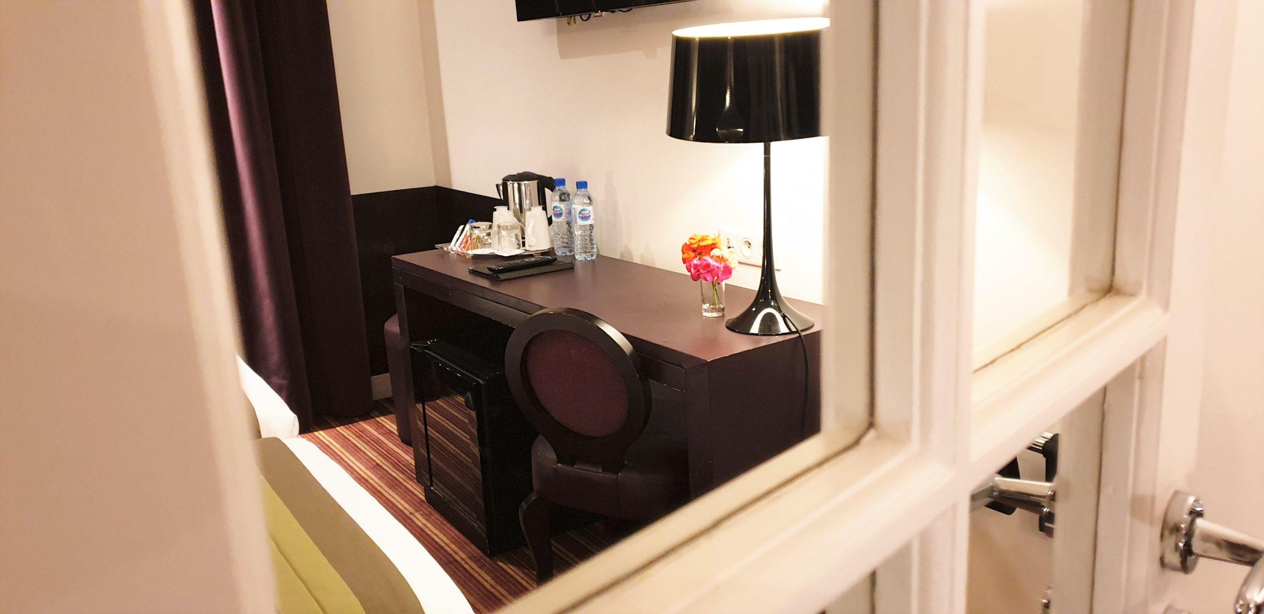 Chambre twin rayures 1- hôtel star champs-élysées