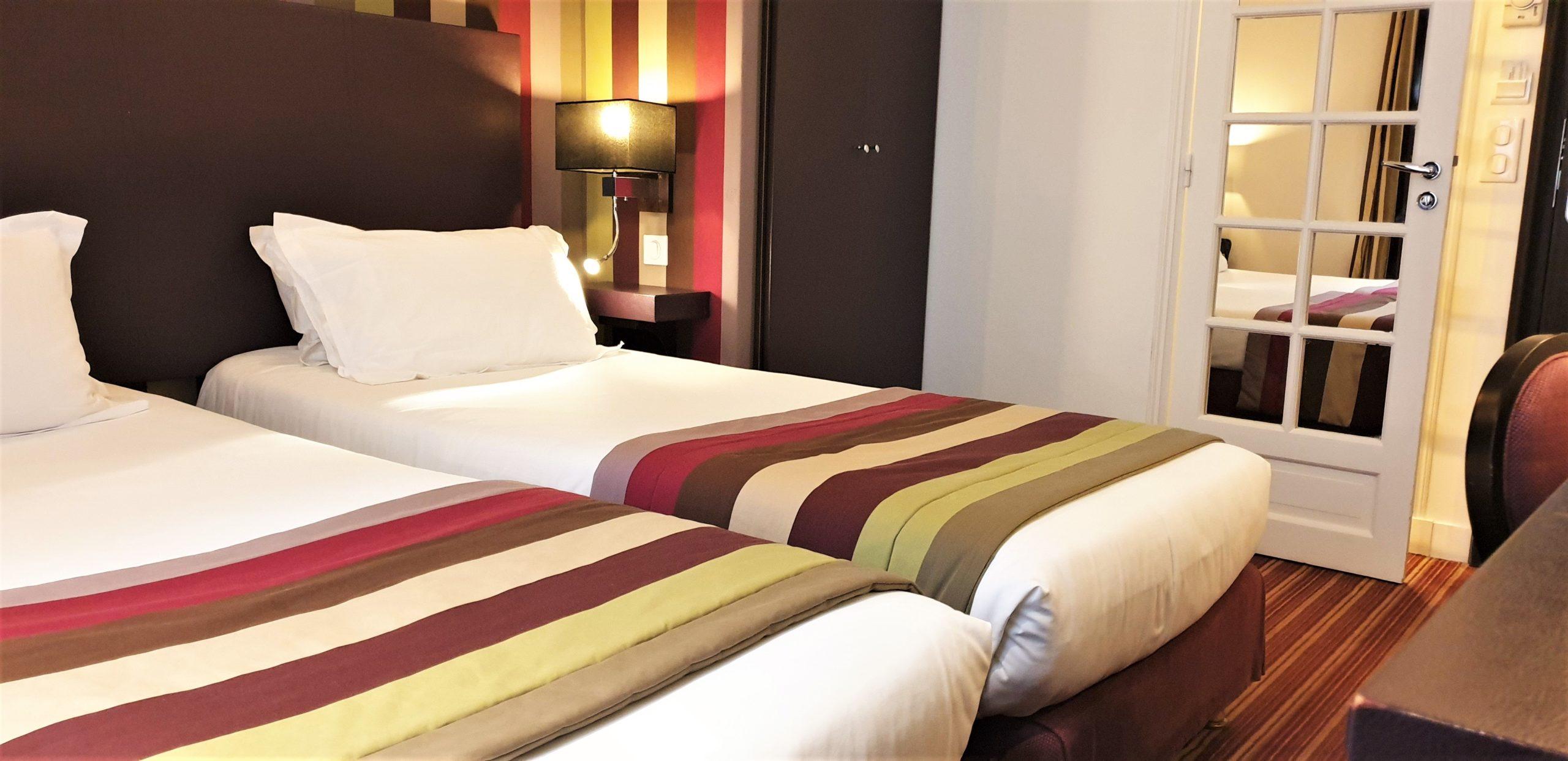 Chambre twin rayures - hôtel star champs-élysées