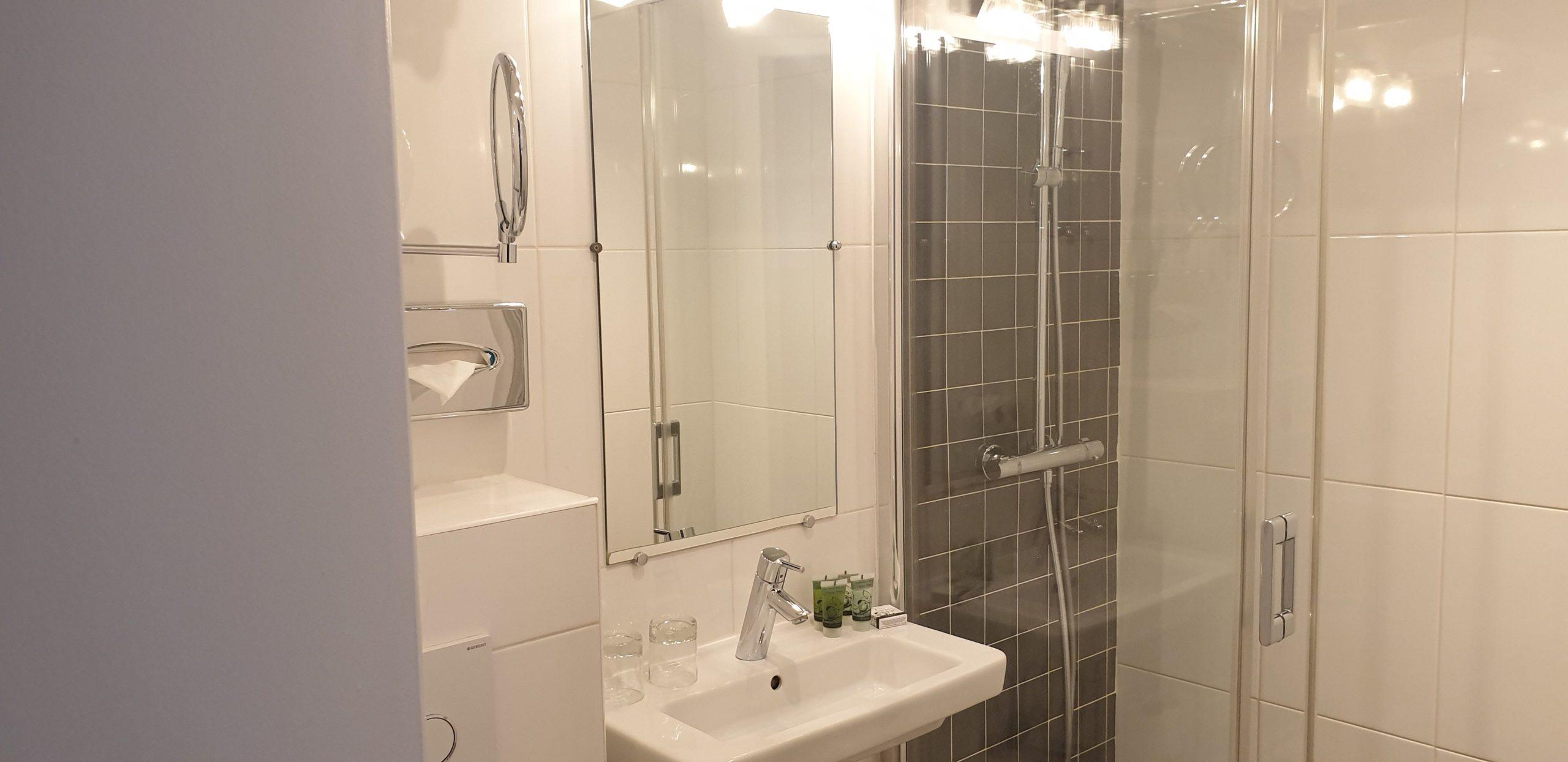 Salle de bain double classique 2 - hôtel star champs-élysées