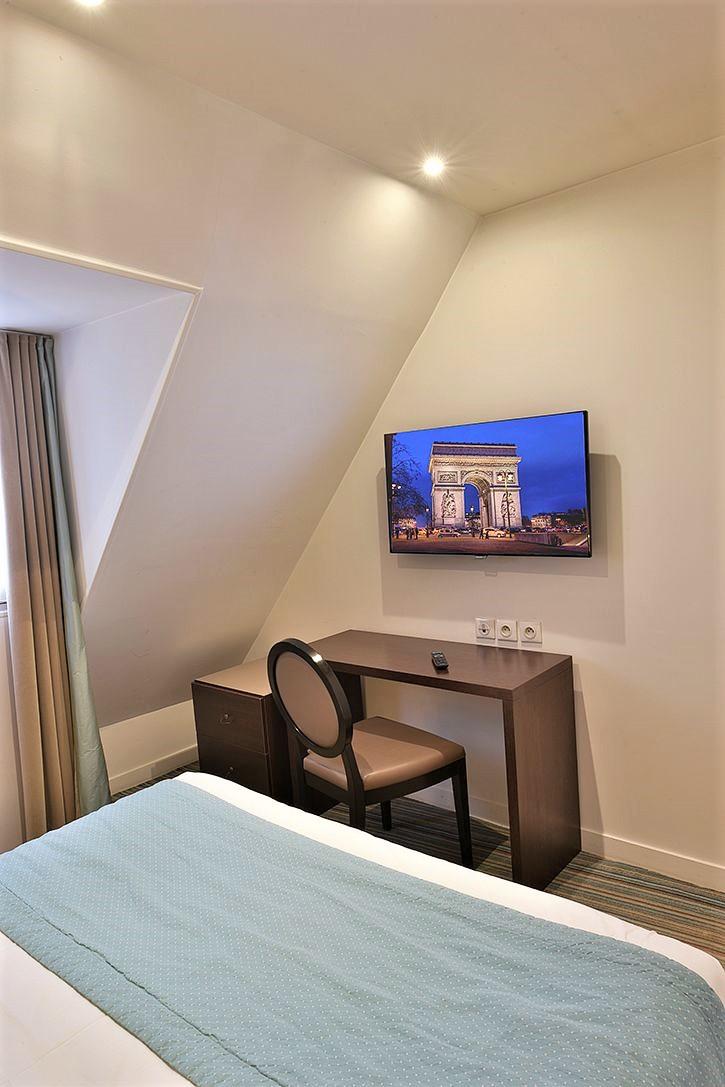 Suite - hôtel star champs-élysées1