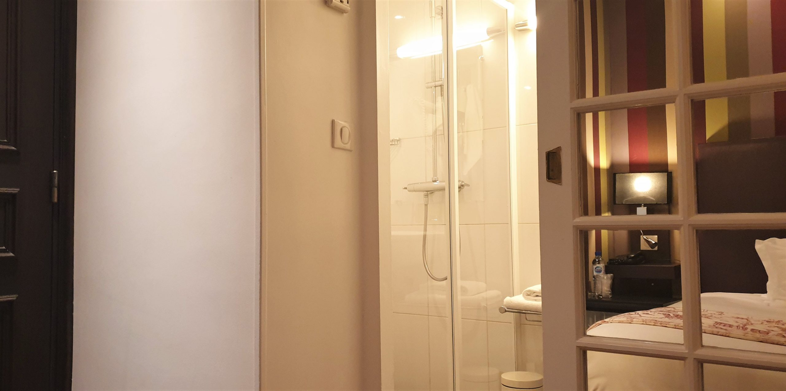 single bathroom view - Champs-Élysées star hotel